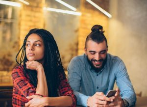 3-signs-that-you-are-dating-the-wrong-person